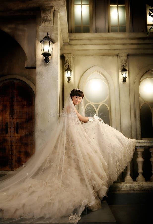 детеныши женщины венчания портрета стоковое фото rf