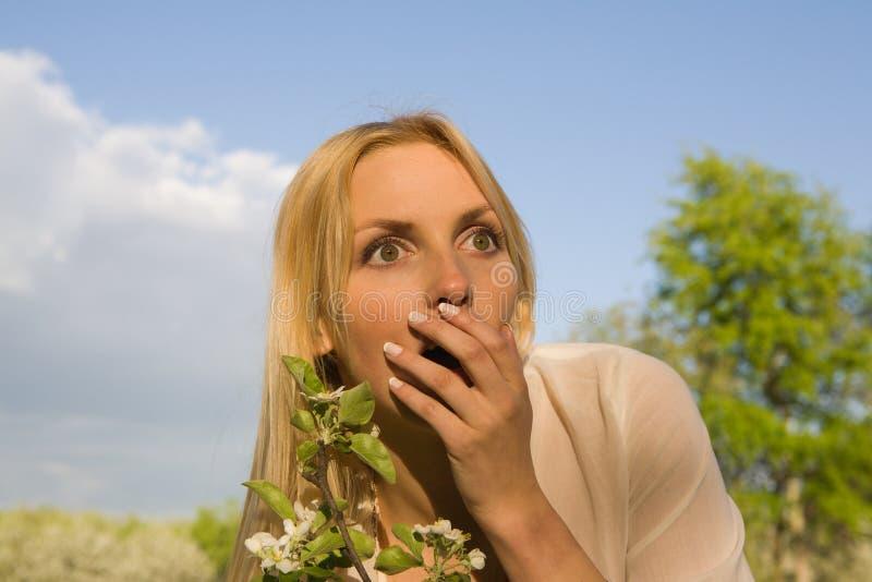 Download детеныши женщины весны парка Стоковое Фото - изображение насчитывающей взволнованность, шарм: 18394278