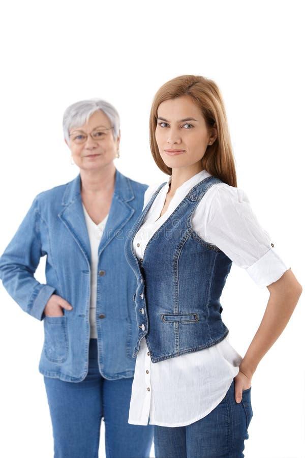 детеныши женщины жилетки красивейшей джинсовой ткани ся стоковые изображения