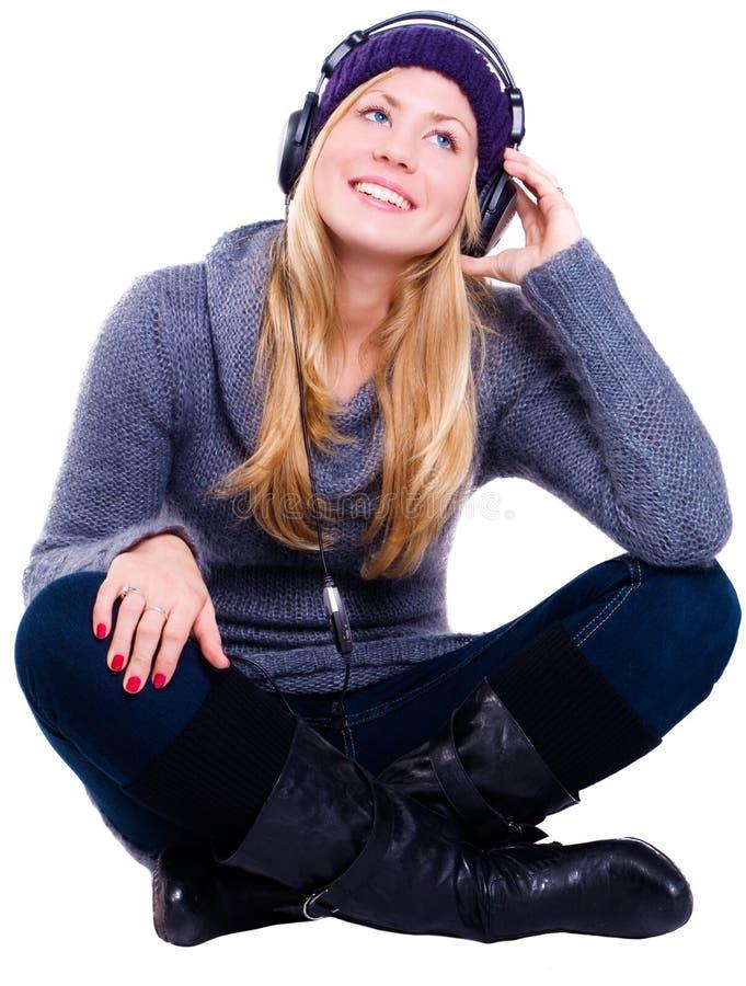 детеныши женщины зимы белокурых одежд сь стоковые фотографии rf