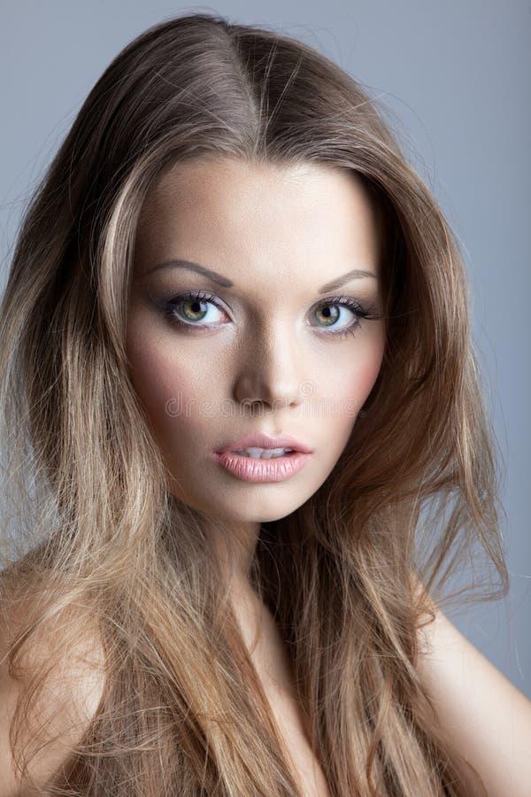 детеныши женщины изумительного красивейшего портрета сексуальные стоковое изображение