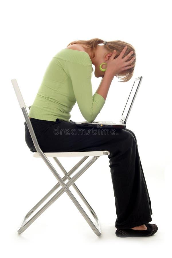 детеныши женщины компьтер-книжки стоковое изображение rf
