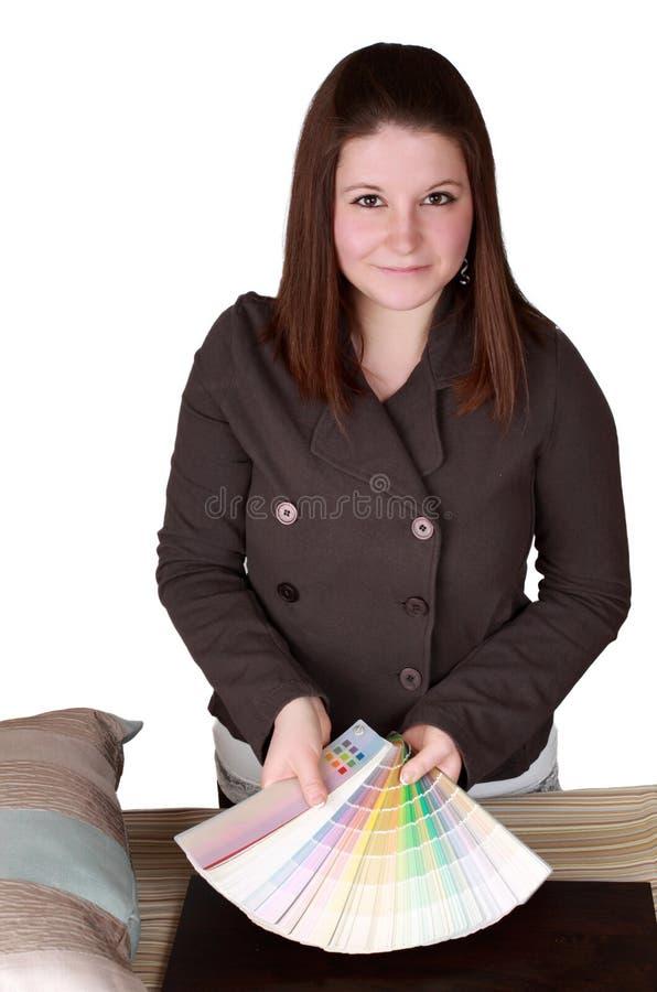 детеныши женщины конструктора брюнет нутряные стоковое фото