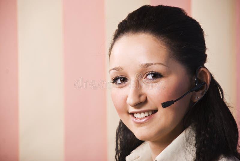 детеныши женщины обслуживания клиента стоковое изображение rf