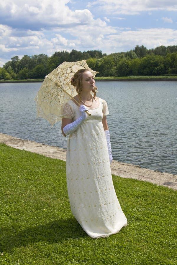 детеныши женщины платья исторические стоковое фото