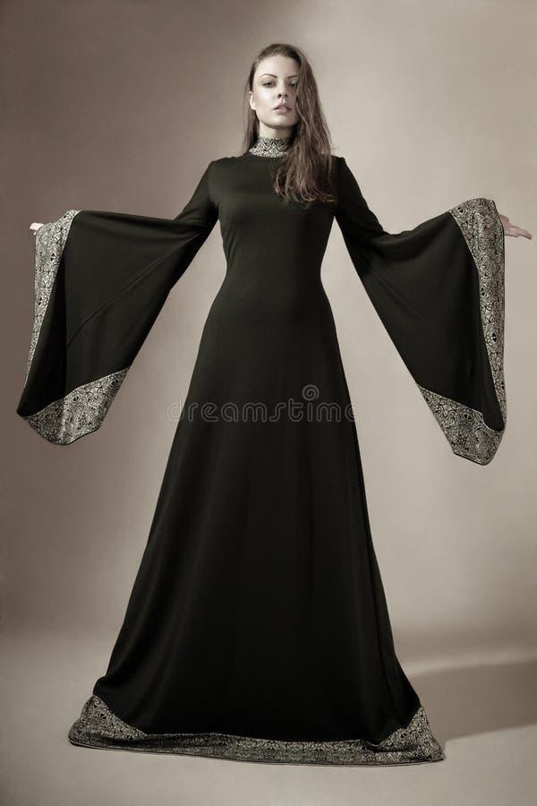 детеныши женщины платья средневековые стоковые изображения