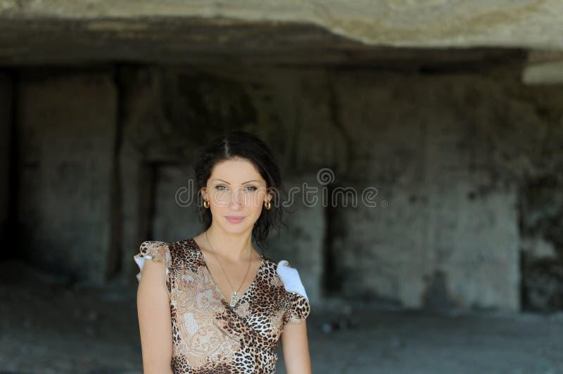 детеныши женщины подземелья стоковые фотографии rf
