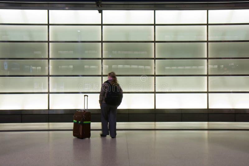детеныши женщины поезда стоковые фотографии rf