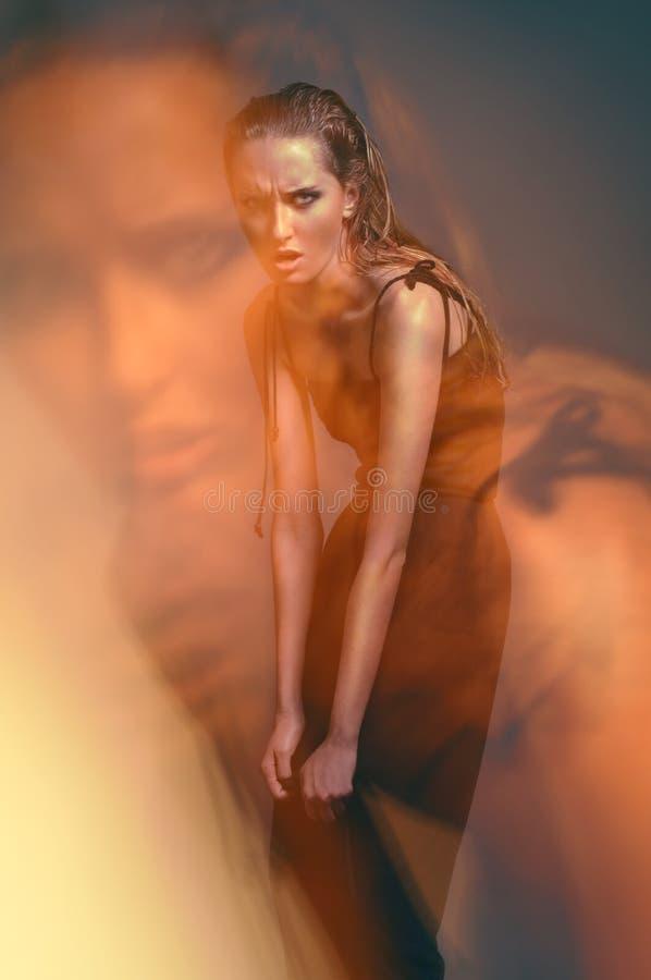 детеныши женщины портрета способа стоковая фотография rf