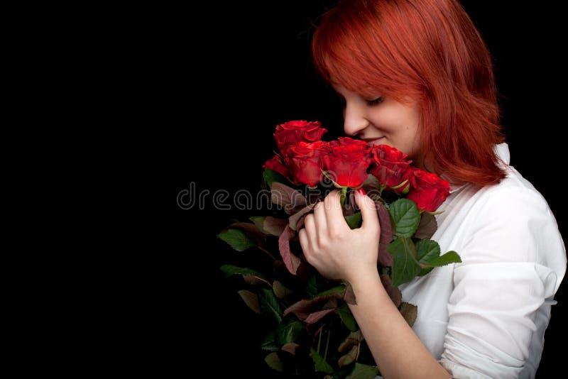 детеныши женщины роз стоковая фотография