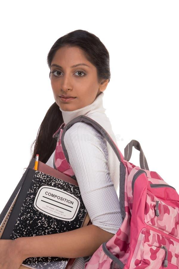 детеныши женщины студента коллежа backpack индийские стоковая фотография rf