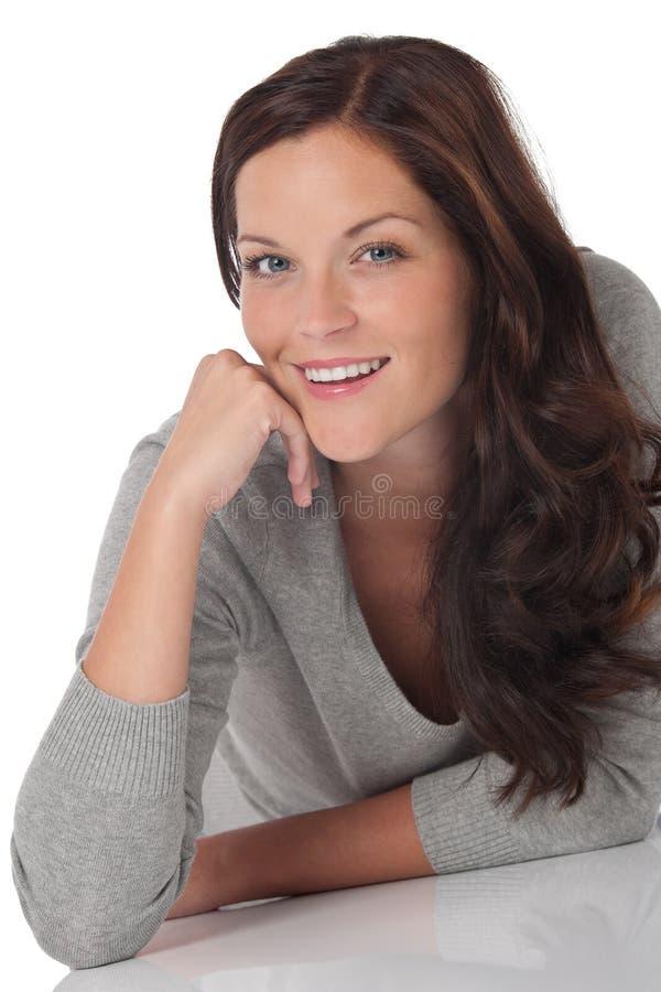 детеныши женщины счастливого портрета сь стоковое изображение rf
