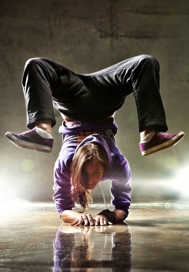 детеныши женщины танцора стоковое изображение rf