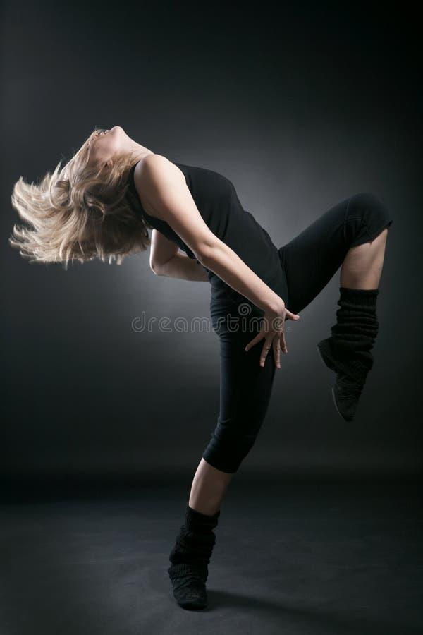 детеныши женщины танцора стоковое фото