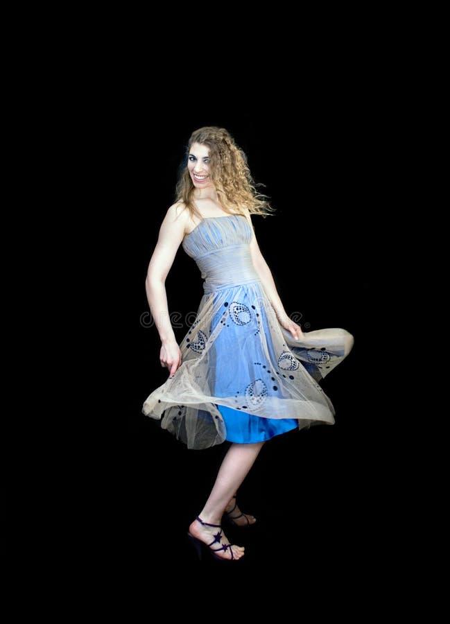 детеныши женщины танцы стоковое изображение