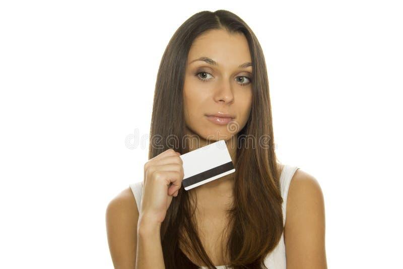 детеныши женщины удерживания кредита карточки стоковые фотографии rf