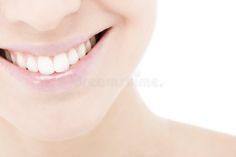 детеныши женщины усмешки стоковые изображения rf