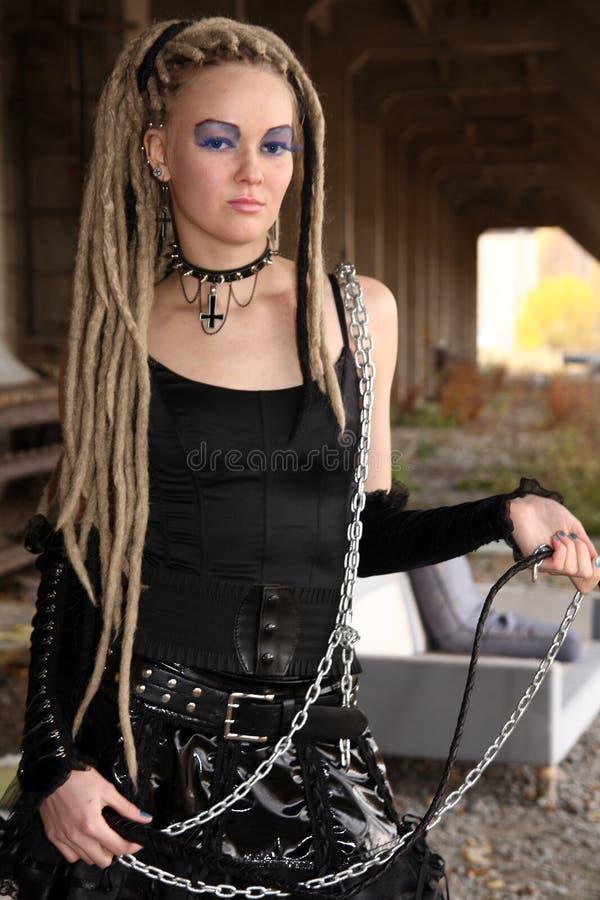 Download детеныши женщины стоковое изображение. изображение насчитывающей черный - 6862489