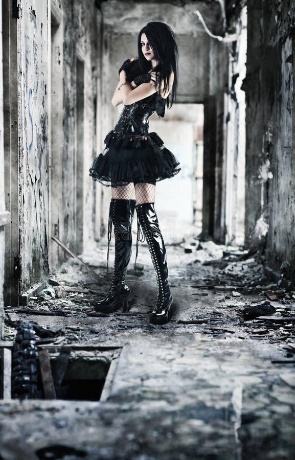 детеныши женщины goth стоковое изображение