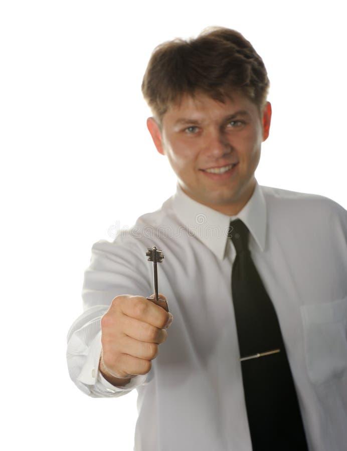 детеныши ключа руки бизнесмена стоковые изображения