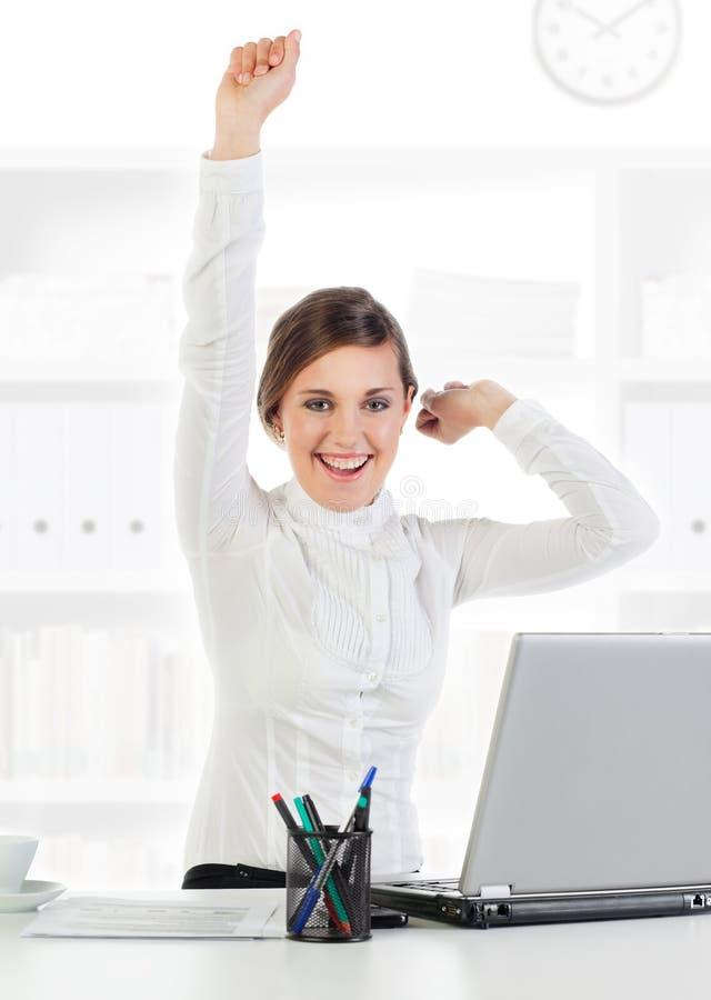 детеныши коммерсантки счастливые успешные стоковое фото
