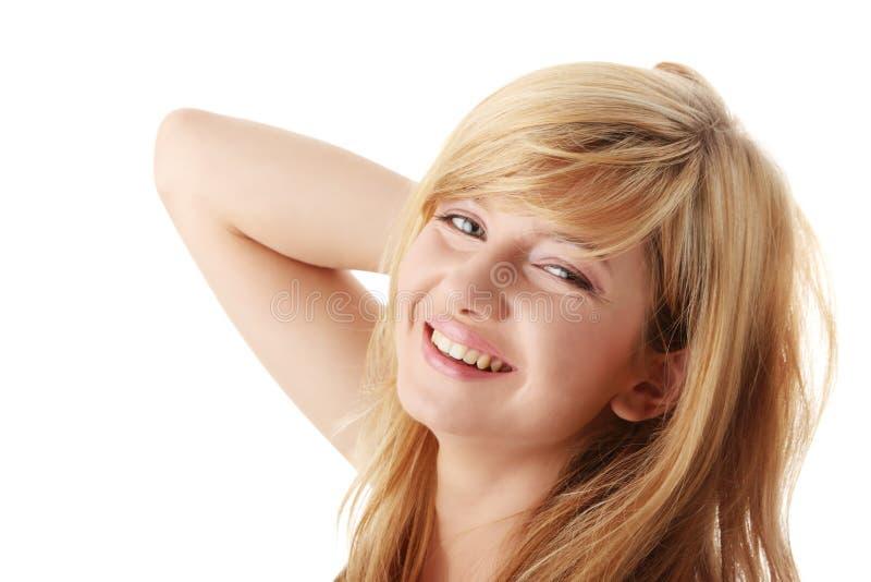 детеныши красивейшей белокурой девушки предназначенные для подростков стоковое изображение
