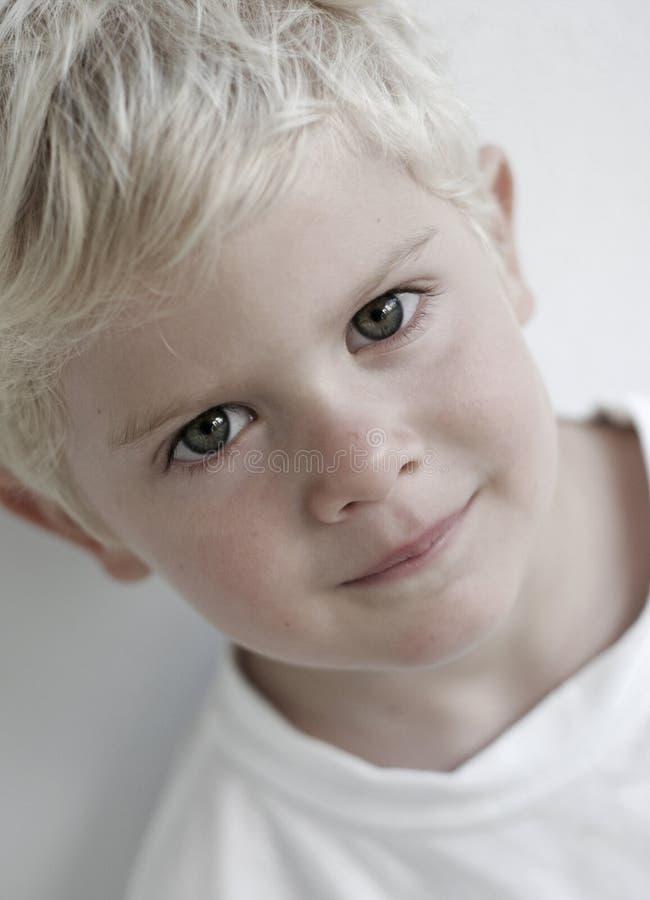 детеныши мальчика стоковое изображение rf