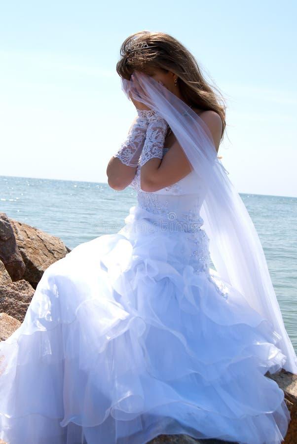 детеныши портрета невесты стоковое фото