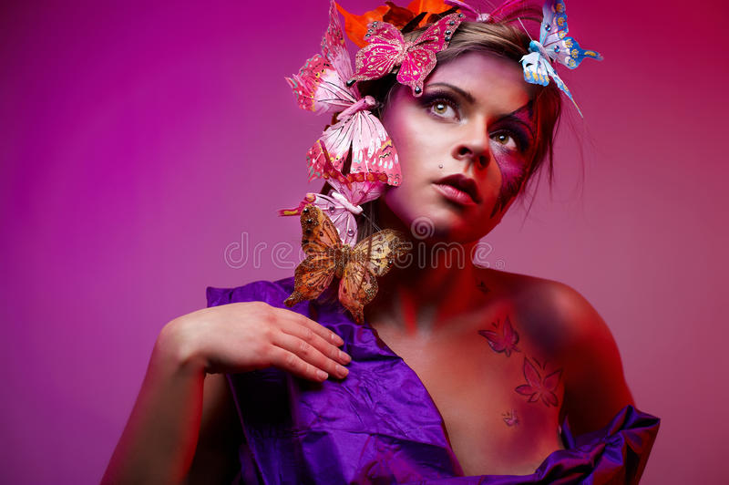 детеныши портрета способа красотки цветастые стоковая фотография