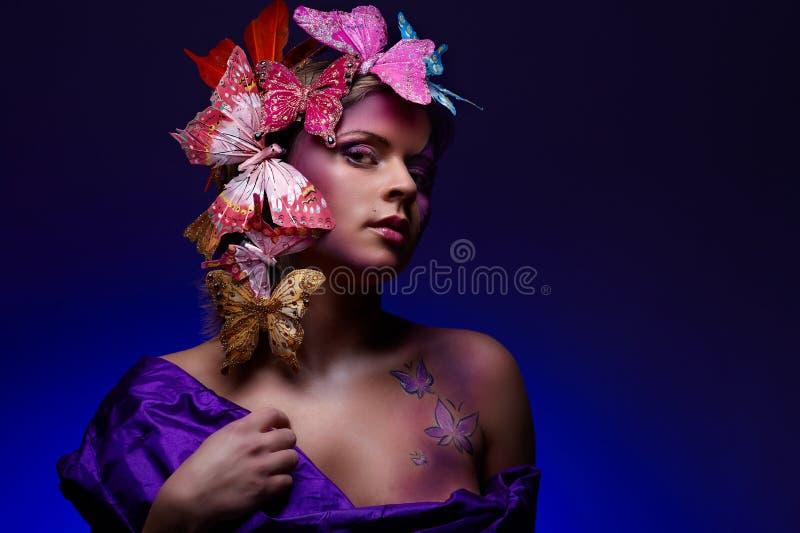детеныши портрета способа привлекательного щеголя цветастые стоковые изображения