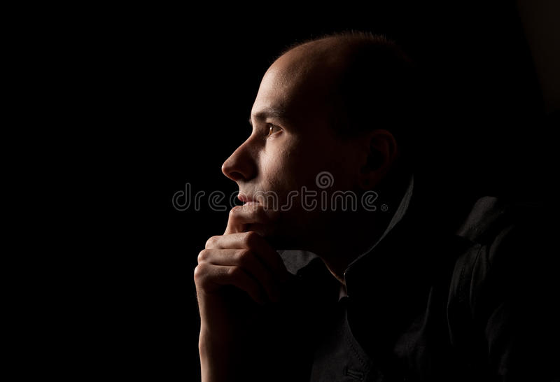 детеныши портрета человека думая стоковые фотографии rf