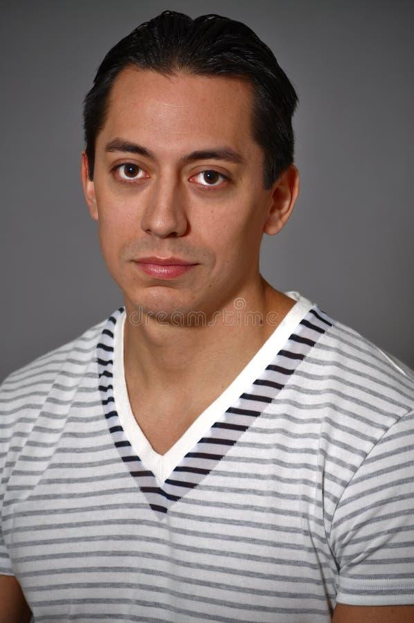 Download детеныши портрета человека стоковое фото. изображение насчитывающей посмотрите - 18379716