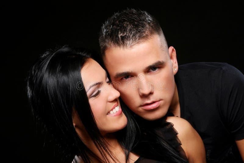 детеныши привлекательных пар счастливые стоковое изображение