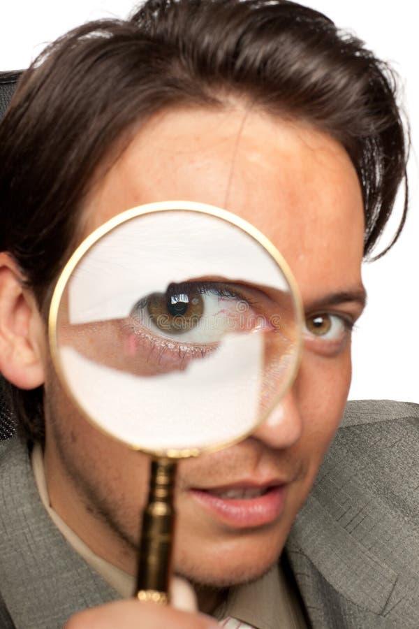 детеныши стекла бизнесмена увеличивая стоковые изображения rf