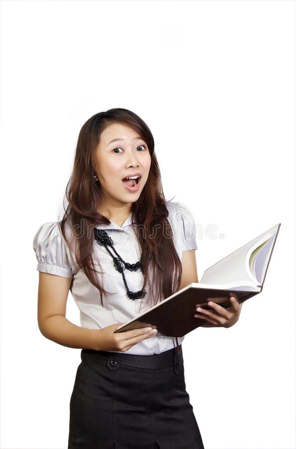 детеныши сярприза студента чтения книги стоковые фотографии rf