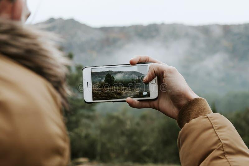 совместительству телефон сам фотографирует без нажатия была удобна тем