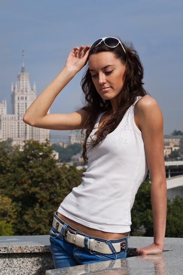 детеныши университета moscow девушки предпосылки стоковое фото