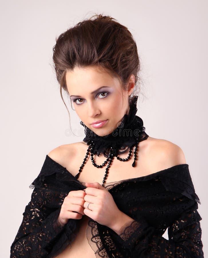 детеныши черной повелительницы платья ретро стоковые фотографии rf