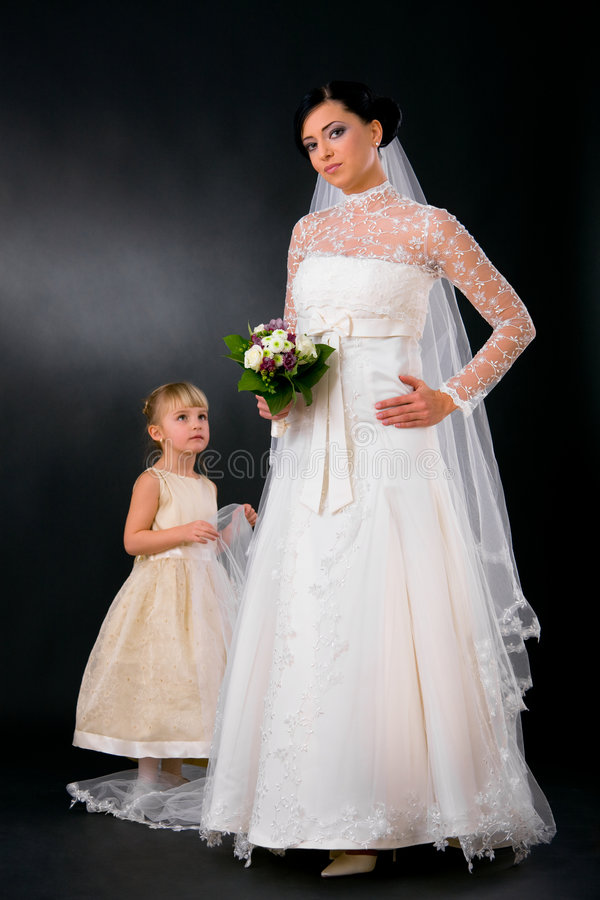 детеныши bridesmaid невесты стоковое изображение rf