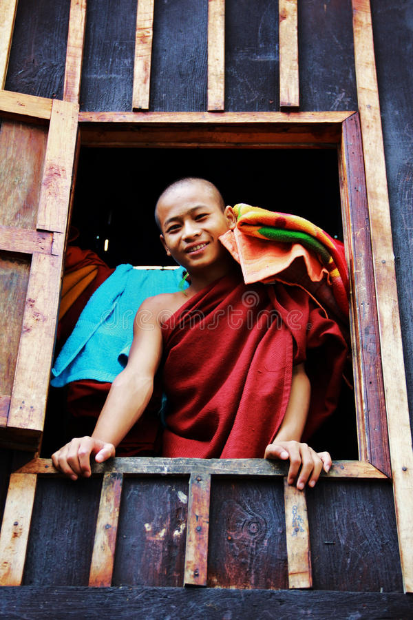 детеныши myanmar монаха ся стоковая фотография