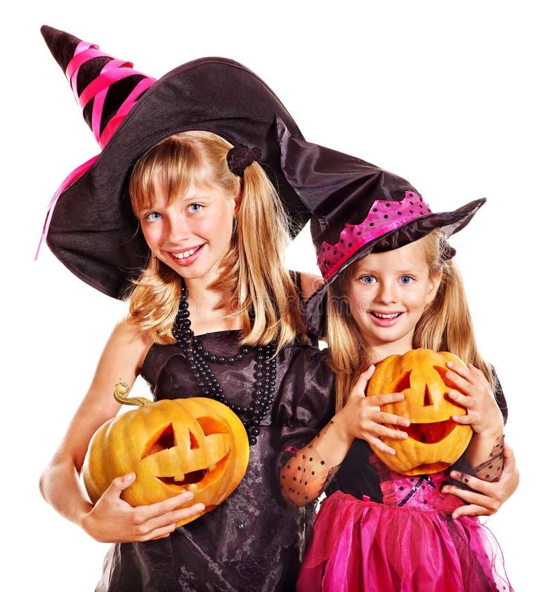 Дети ведьмы на партии хеллоуина. стоковая фотография