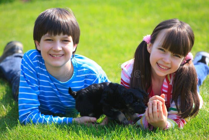 дети выслеживают играть стоковые фотографии rf