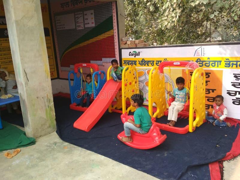 Дети в школе игры aanganwadi стоковое фото rf