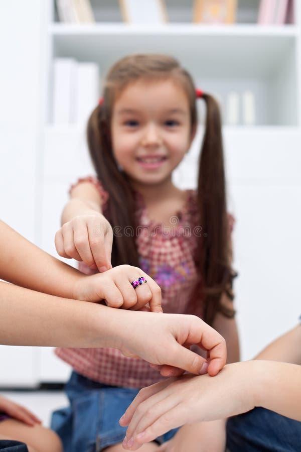 Дети играя с перстами стоковое фото rf