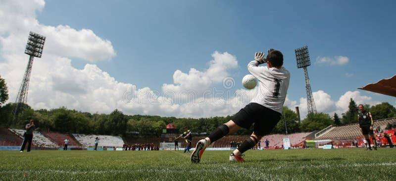 Дети играя футбольный матч футбола стоковая фотография rf