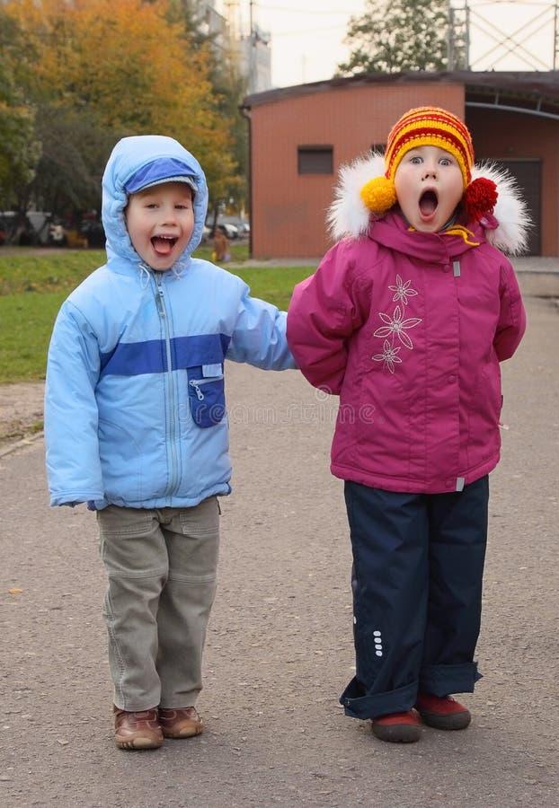 дети извиваются стоковое фото rf