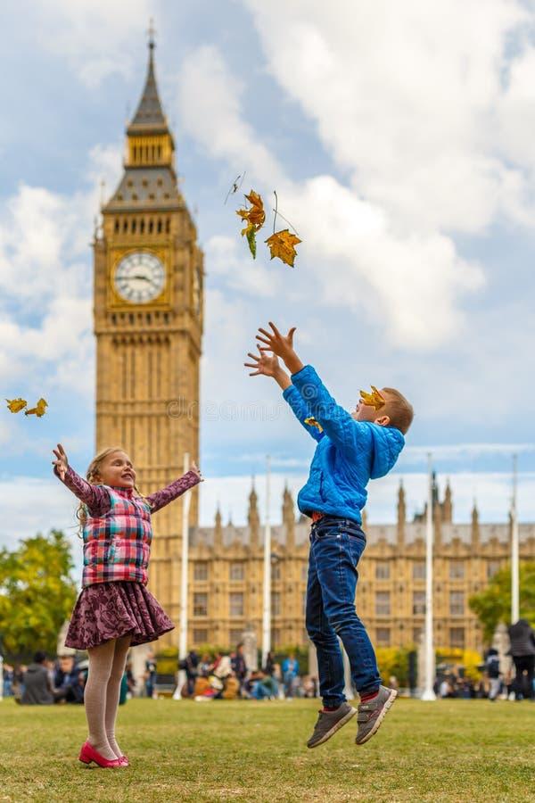 Дети и большой ben стоковые фотографии rf