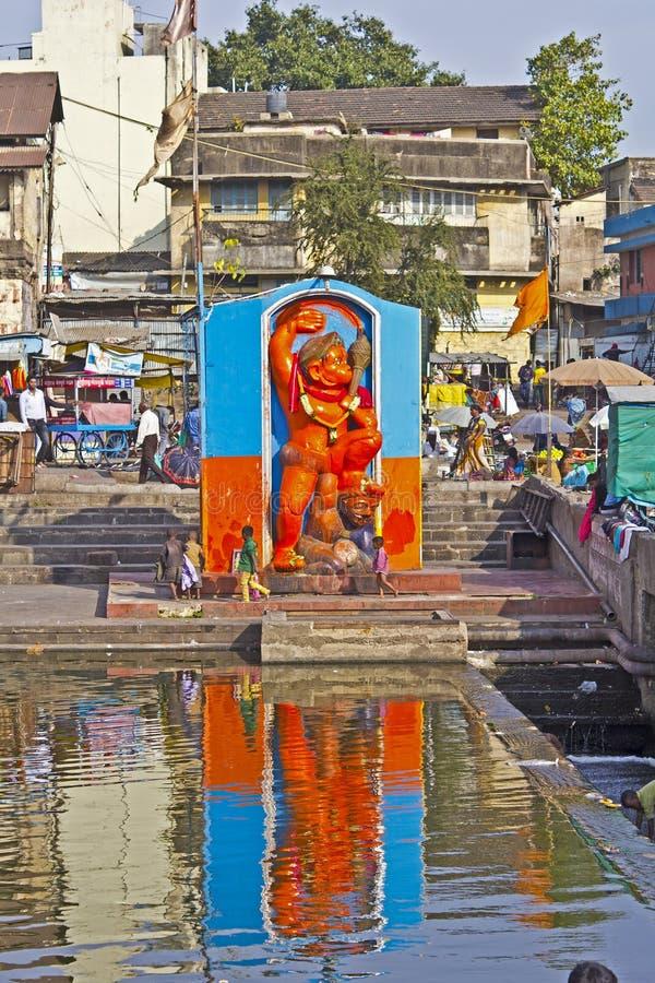 Дети и Hanuman стоковое изображение