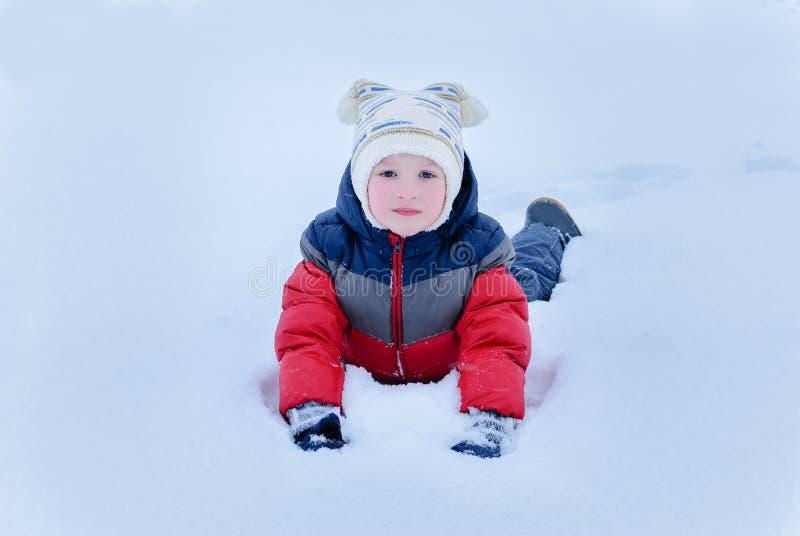Дети на снеге стоковое фото rf