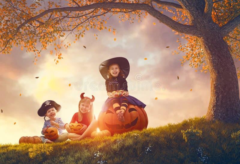 Дети на хеллоуине стоковое фото rf
